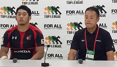 Honda HEATの藤本ヘッドコーチ(右)、小林ゲームキャプテン