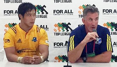 NTTコミュニケーションズシャイニングアークスのペニー ヘッドコーチ(右)、栗原ゲームキャプテン