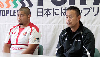 Honda HEATの藤本ヘッドコーチ(右)、元ゲームキャプテン