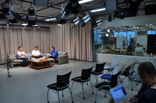 座談会はヤフー本社内「LODGE Studio」で行われた