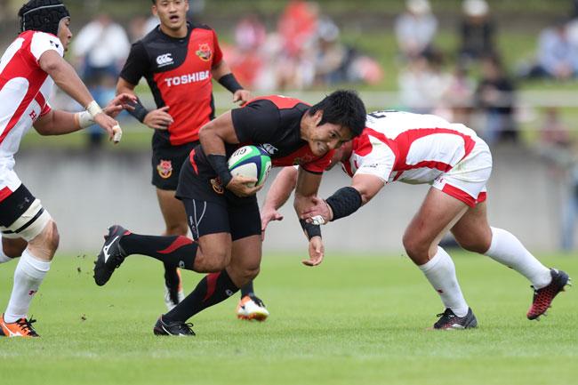 早くも5敗。東芝SO/CTB森田主将が信じられない失速ぶりのチームを立て直すことができるか photo by Kenji Demura