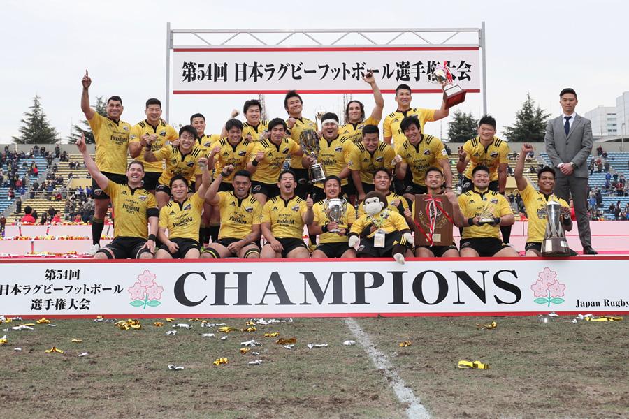 我慢強く戦ったサントリーが4年ぶりとなるトップリーグと日本選手権の2冠を成し遂げた photo by Kenji Demura