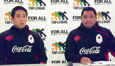 コカ・コーラレッドスパークスのバー ヘッドコーチ(右)、山下キャプテン