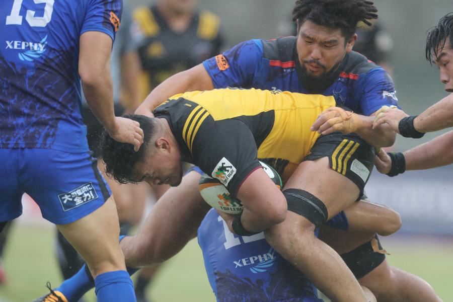 日本選手権を兼ねる1〜4位決定戦への出場が確定しそうなサントリーとパナソニック photo by Kenji Demura