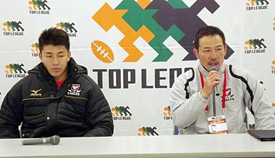 キヤノンイーグルスの今村友基ヘッドコーチ代行(右)、嶋田直人選手