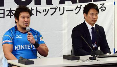 近鉄ライナーズの坪井監督(右)、樫本キャプテン