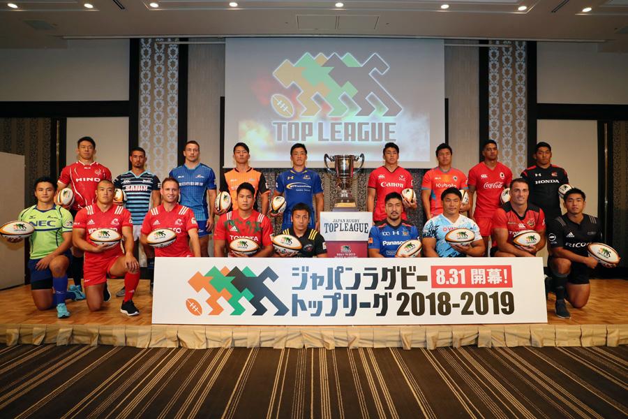 一堂に会した16チームの代表選手たち。今シーズン最後に笑うのは? photo by Kenji Demura