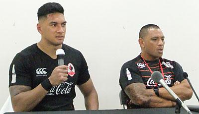 コカ・コーラレッドスパークスのバー ヘッドコーチ(右)、ラファエレ キャプテン