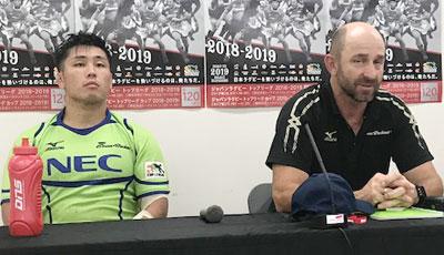 NECグリーンロケッツのラッセル ヘッドコーチ、亀井キャプテン