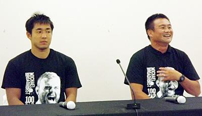 リコーブラックラムズの神鳥監督(右)、濱野主将