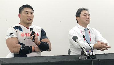 ヤマハ発動機ジュビロの清宮監督(右)、堀江キャプテン