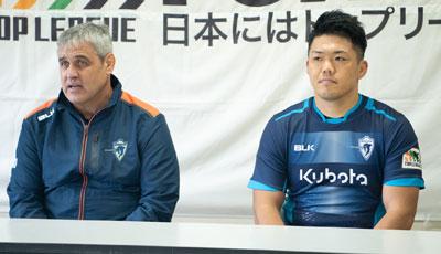 クボタスピアーズのルディケヘッドコーチ(左)、杉本バイスキャプテン
