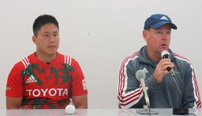 トヨタ自動車ヴェルブリッツのホワイト監督(右)、茂野ゲームキャプテン