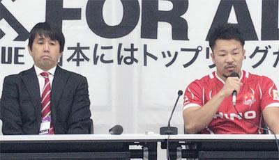 日野レッドドルフィンズの細谷監督(左)、染山ゲームキャプテン