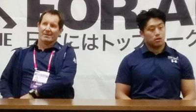 パナソニック ワイルドナイツのディーンズ監督(左)、谷ゲームキャプテン