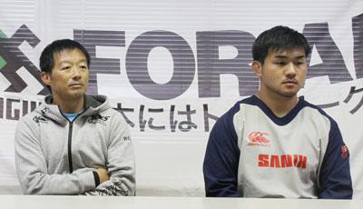 宗像サニックスブルースの鬼束アシスタントコーチ(左)、金堂ゲームキャプテン
