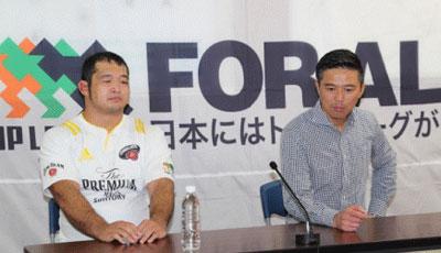 サントリーサンゴリアスの沢木監督(右)、垣永ゲームキャプテン