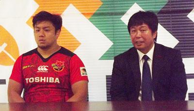 東芝ブレイブルーパスの瀬川監督(右)、橋本ゲームキャプテン