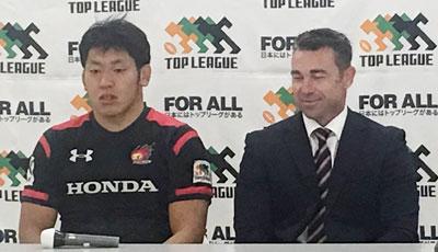 Honda HEATのリー ヘッドコーチ(右)、小林キャプテン