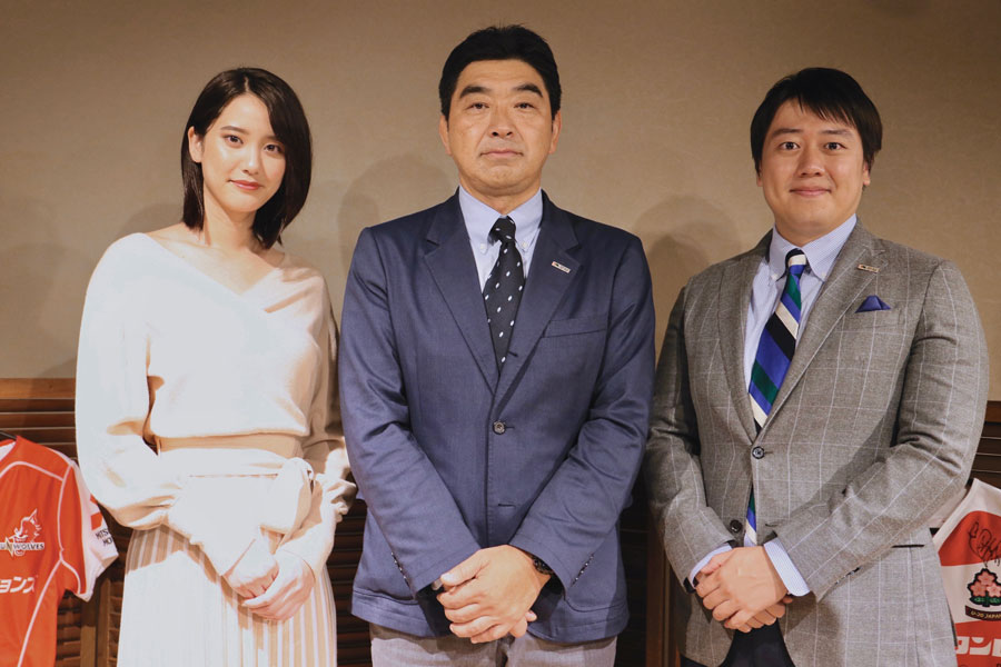 山崎、安村両アンバサダーと太田部長 photo by Kenji Demura