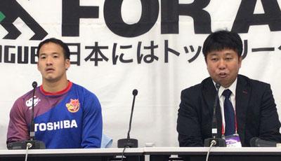 東芝ブレイブルーパスの瀬川監督(右)、小川ゲームキャプテン