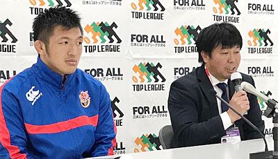 東芝ブレイブルーパスの瀬川監督(右)、藤田ゲームキャプテン