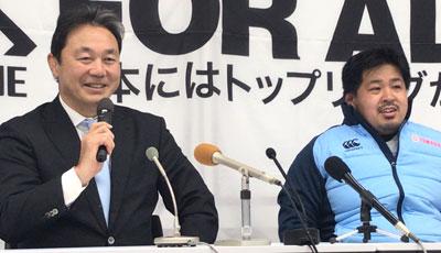 ヤマハ発動機ジュビロの清宮監督(左)、仲谷選手
