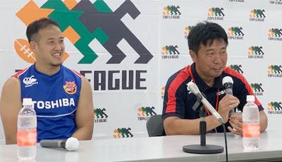 東芝ブレイブルーパス、瀬川智広監督(右)、小川高廣キャプテン