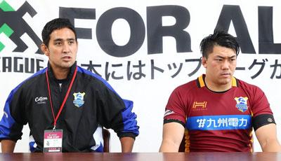 九州電力キューデンヴォルテクスの川嵜監督(左)、山田キャプテン