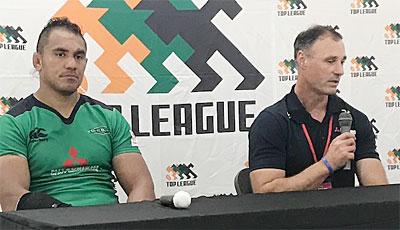 三菱重工相模原ダイナボアーズのクーパー ヘッドコーチ(右)、トーマス ゲームキャプテン
