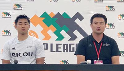 リコーブラックラムズの神鳥監督(右)、濱野キャプテン