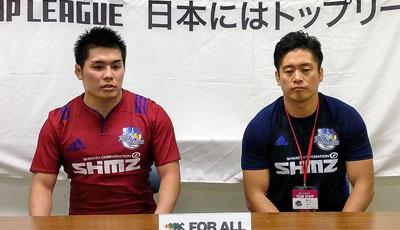 清水建設ブルーシャークスの飯島監督(右)、安永キャプテン