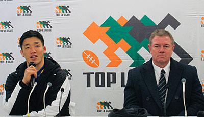 NTTコミュニケーションズシャイニングアークスのエドワード ヘッドコーチ(右)、金キャプテン