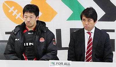日野レッドドルフィンズの細谷監督(右)、村田共同キャプテン