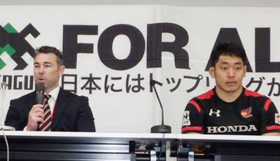 Honda HEATのリー ヘッドコーチ(左)、小林キャプテン
