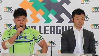 NECグリーンロケッツの浅野ヘッドコーチ(右)、亀井キャプテン