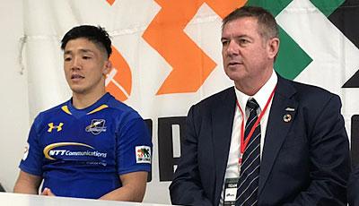 NTTコミュニケーションズシャイニングアークスのリース・エドワード ヘッドコーチ(右)、金キャプテン