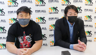 日野レッドドルフィンズの箕内ヘッドコーチ(右)、堀江 共同キャプテン