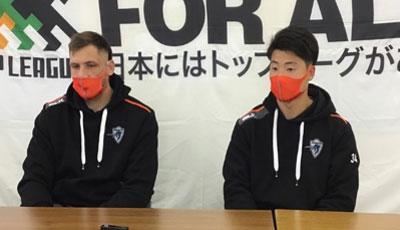 ボタ選手(左)、山崎選手