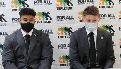 タタフ選手(左)、バレット選手