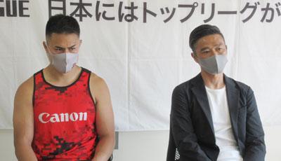 キヤノンイーグルスの沢木監督(右)、田村キャプテン