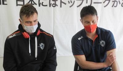 ファンデンヒーファー選手(左)、井上選手