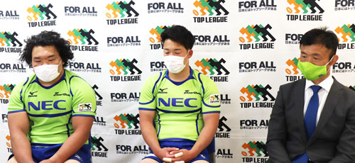 NECグリーンロケッツの右から、浅野ヘッドコーチ、中嶋 共同キャプテン、瀧澤選手