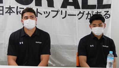 ライリー選手(左)、竹山選手
