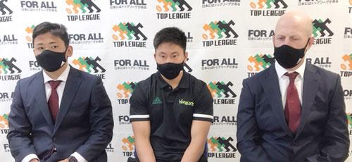 トヨタ自動車ヴェルブリッツ 右からクロン ヘッドコーチ、茂野共同キャプテン、髙橋選手